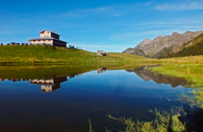 Albergo rifugio monte avaro un angolo di paradiso dove l for Progetta i piani domestici delle tradizioni