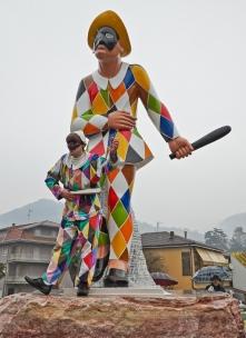Statua-Arlecchino-Valle-Brembana